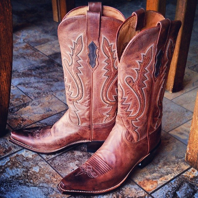 gorgeous lucchese cowboy boots