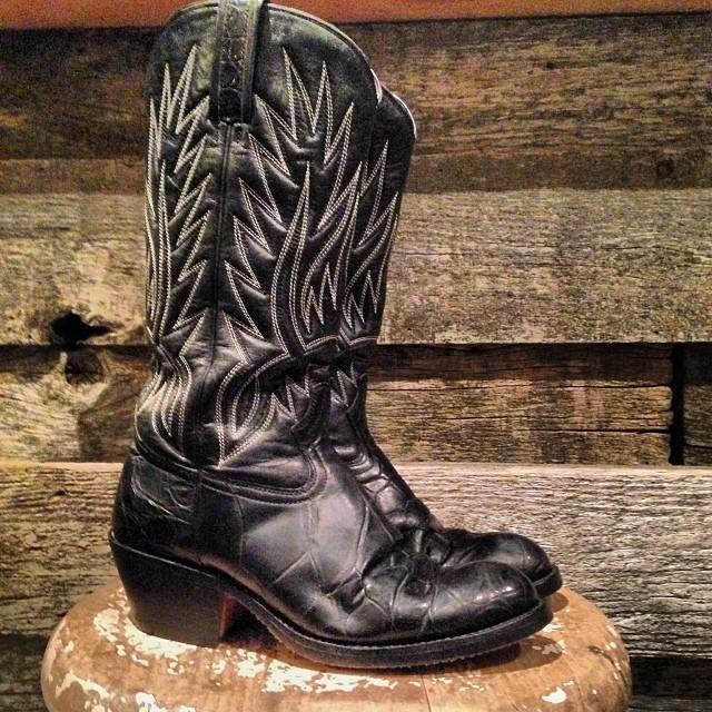 vinatge black womens cowboy boots