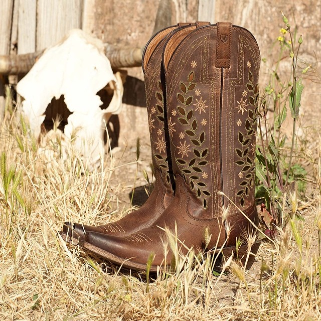 country livin by ariat cowboy boots