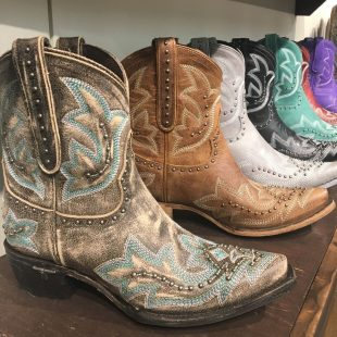 Very cute cowgirl booties